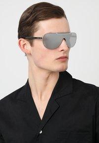 Versace - Lunettes de soleil - silver-coloured - 1