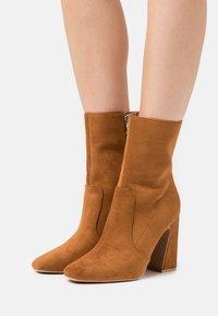RAID - NARESSA - Kotníková obuv na vysokém podpatku - tan - 0