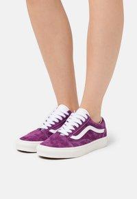 Vans - OLD SKOOL - Trainers - grape juice/snow white - 0