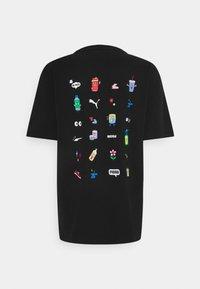 Puma - DOWNTOWN GRAPHIC TEE - Print T-shirt - black celandine - 1