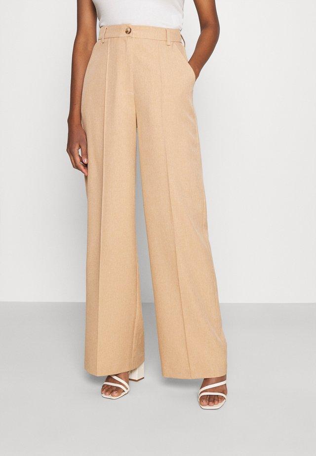 WIDE SUIT PANTS - Spodnie materiałowe - sunset