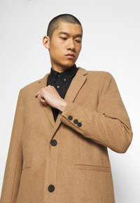 Only & Sons - ONSMAXIMUS COAT - Classic coat - camel - 3