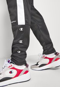 Champion - LEGACY PANTS - Jogginghose - black - 3