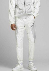 Jack & Jones - ACE RODMAN - Pantaloni sportivi - glacier gray - 0