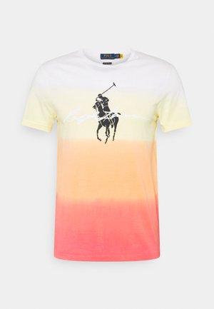 T-shirts print - classic peach dip