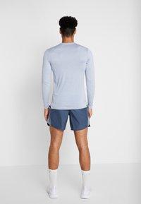 Nike Performance - ULTRA - Funktionsshirt - indigo fog/football grey - 2
