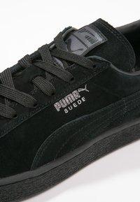 Puma - SUEDE CLASSIC+ - Trainers - black/dark shadow - 5