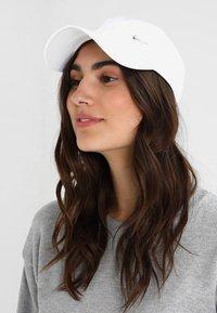 Nike Sportswear - UNISEX - Cap - white - 5
