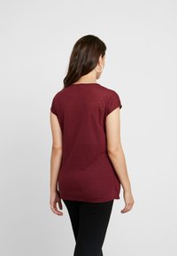 New Look Maternity - NURSING WRAP TEE 2PACK - T-shirts med print - black / burgundy - 2