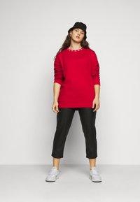 Calvin Klein Jeans Plus - PLUS CK LOGO TRIM NECK  - Sweatshirt - red - 1