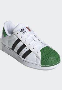 adidas Originals - ADIDAS ORIGINALS ADIDAS X LEGO - SUPERSTAR - Baskets basses - white - 2