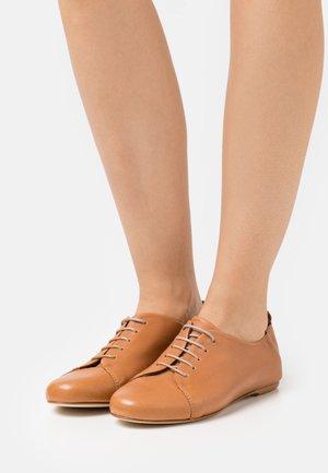 Derbies - brown