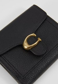 Coach - POLISHED PEBBLE TABBY SMALL WALLET - Wallet - black - 2