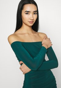 Missguided - BARDOT SLINKY RUCHED MIDAXI DRESS - Jerseykjole - deep green - 3