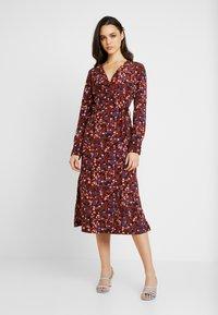 Monki - ERICA DRESS - Kjole - red/multisprinkle - 0