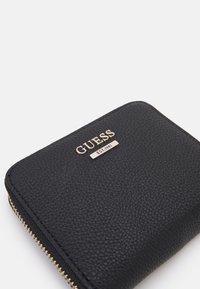 Guess - DESTINY SMALL ZIP AROUND - Peněženka - black - 4