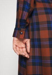 ONLY Carmakoma - CARVIKANA CALF CHECK SHIRT DRESS - Day dress - brown/blue - 3