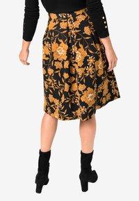 HALLHUBER - MIT BLUMENDRUCK - A-line skirt - black - 1
