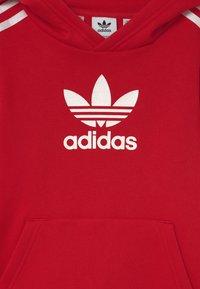 adidas Originals - HOODIE UNISEX - Sweatshirt - scarle/white - 2