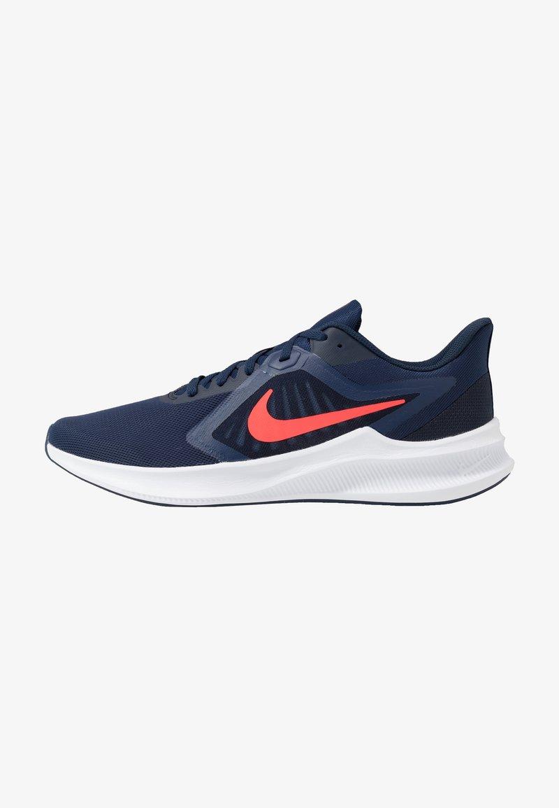 Nike Performance - DOWNSHIFTER 10 - Obuwie do biegania treningowe - midnight navy/laser crimson