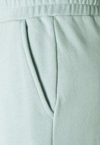 NU-IN - JANA'S DIARY X NU-IN - Tracksuit bottoms - green - 2