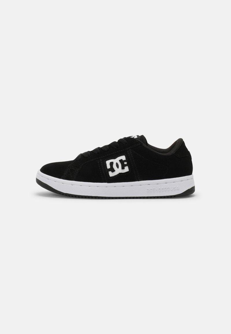 DC Shoes - STRIKER UNISEX - Trainers - black/white