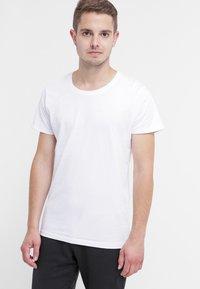Selected Homme - SHPIMA NEW DAVE - Basic T-shirt - white - 0