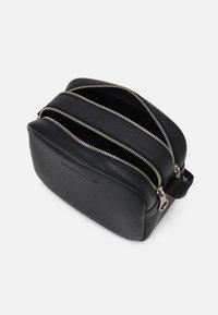 Calvin Klein Jeans - DOUBLE ZIP CAMERA BAG - Olkalaukku - black - 2