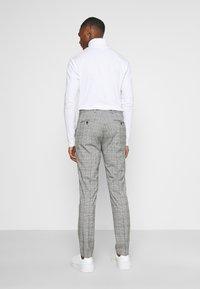 Selected Homme - SLHSLIM KYLELOGAN - Completo - light gray - 5