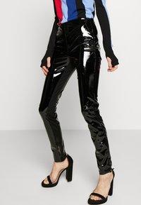 KARL LAGERFELD - FAUX PATENET LEGGINGS - Leggings - black - 2
