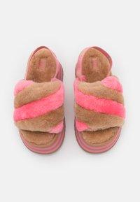 UGG - EXCLUSIVE DISCO STRIPE SLIDE - Heeled mules - chestnut/pink rose - 5