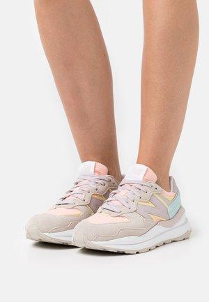 W5740 - Sneakers laag - grey