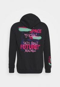 YOURTURN - GRAFFITI WORDING HOODIE  - Sweatshirt - black - 1