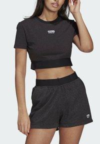 adidas Originals - R.Y.V. CROP TOP - Print T-shirt - black - 3