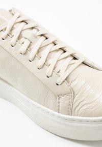 Vagabond - ZOE - Sneakers - offwhite - 6