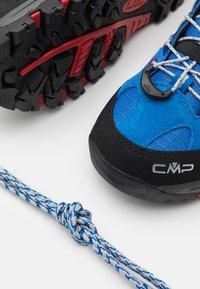 CMP - KIDS RIGEL LOW SHOE WP UNISEX - Trekingové boty - cobalto/stone/fire - 5