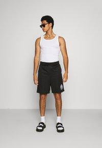 Diesel - P-FRAKLE SHORTS - Shorts - black - 1