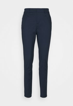 VMVICTORIA ANTIFIT ANKLE PANTS - Tygbyxor - navy blazer