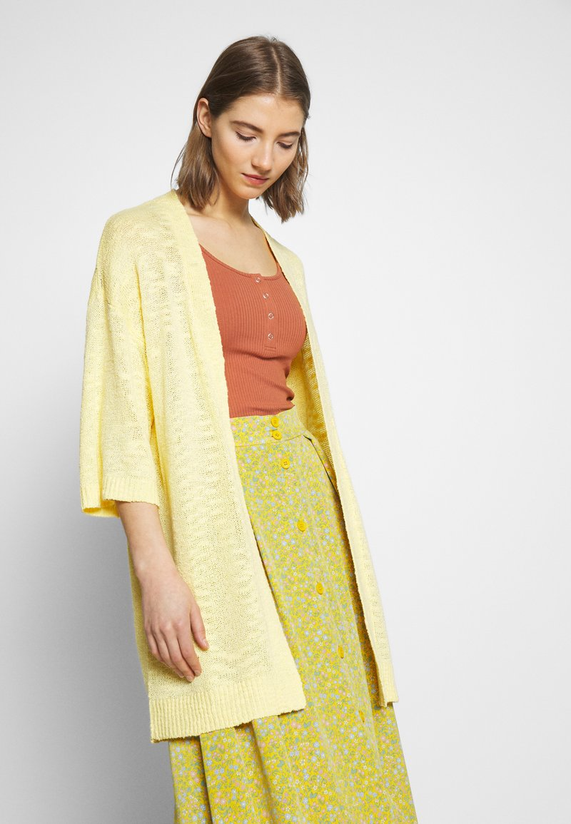 Vila - VIPOCA 3/4 SLEEVE CARDIGAN - Vest - mellow yellow