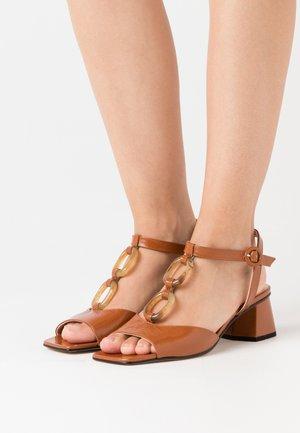 AMALITA - Sandals - nougat
