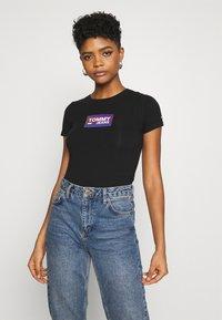 Tommy Jeans - GRADIENT LOGO TEE - Print T-shirt - black - 0