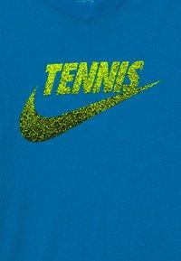 Nike Performance - TENNIS GRAPHIC - Print T-shirt - neo turquoise/white/black - 3