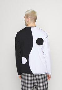 Jaded London - CUT AND SEW YIN AND YANG - Camiseta de manga larga - black/white - 2