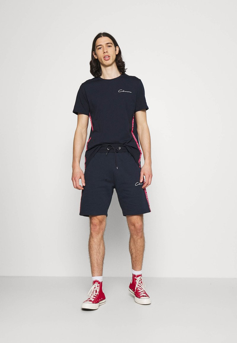 CLOSURE London - TAPED SCRIPT TEE SHORT TWINSET SET - Print T-shirt - navy