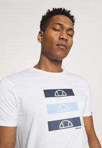 Ellesse - JACE - Print T-shirt - white - 3