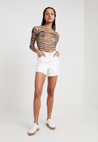 Topshop - ROLL HEM MOM - Denim shorts - white - 1