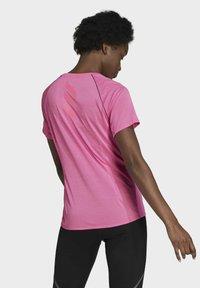 adidas Performance - RUNNER - T-shirt print - pink - 1