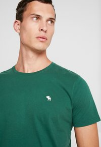 Abercrombie & Fitch - POP ICON CREW - T-Shirt basic - pine green - 3