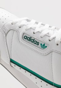 adidas Originals - CONTINENTAL - Sneakers - footware white/collegiate green/core green - 5