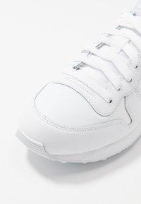 Nike Sportswear - INTERNATIONALIST - Sneakers - white/football grey - 2